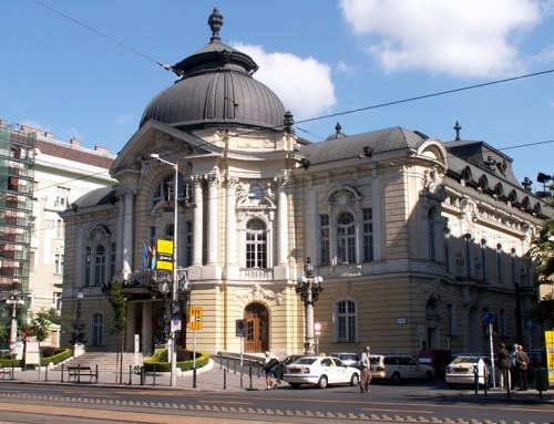 A Vígszínház előtti tér is szurkolói pont lesz vasárnap