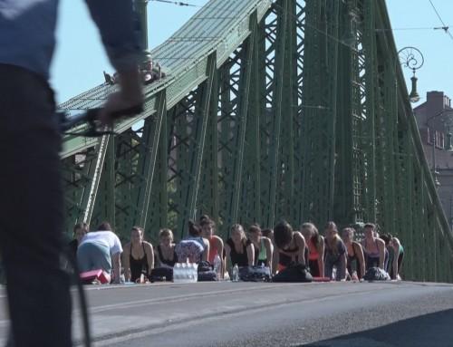 Gyere a hídra, vár a szabadtéri jóga!