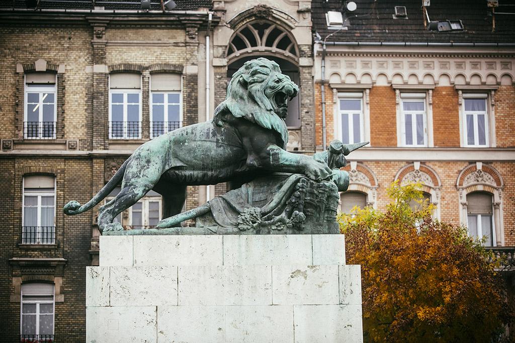 Oroszlán szobór Margit-híd Budai hídfő 2016.10.25. Fotó: Horváth Péter Gyula