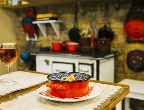 Törzshelygyanús – Házias ételeket kínál a Palotanegyedben az Otthonka