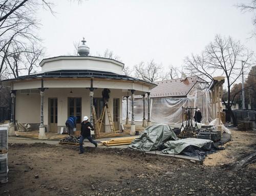 Márciusra elkészülnek a liget Feszl-féle pavilonjai, helyreállítják az egykori Páva-szigetet is – Sághi Attilával beszélgettünk